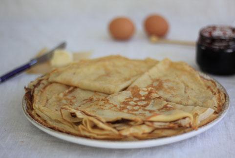 pile de crêpes appétissantes et faciles à faireavec et par des enfants