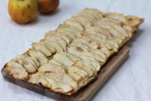 photo d'une tarte fine aux pommes caramélisées et fondantes